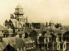 Шокирующая история о тайнах проклятого дома Винчестер одержимого духами убитых.