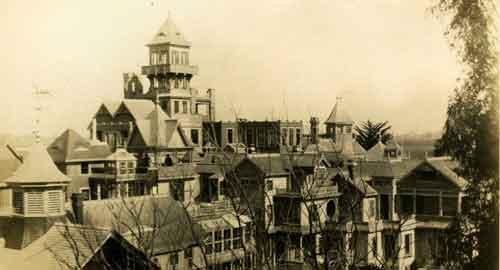 дом музей Винчестеров, построенный для удовлетворения духов умерших