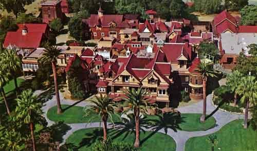 сказочный дом Винчестеров построенный для множества детей представляет волшебный мир, но оброс паранормальными легендами