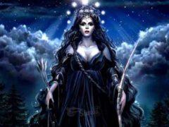 Геката, лунная богиня и хранительница подземного мира.