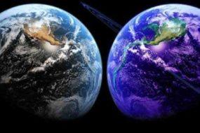 Существует Вселенная зеркальная нашей, но с обратным ходом времени.